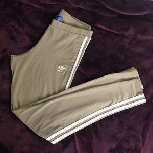 Adidas 3stripe leggings in olive color